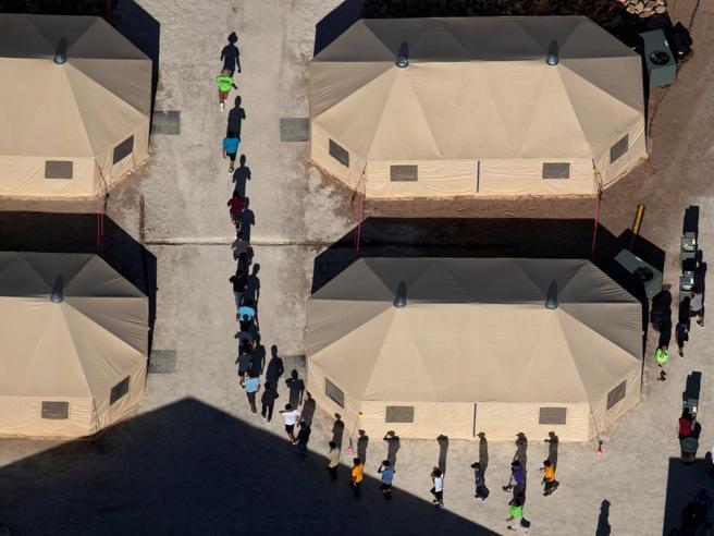 Bambini in gabbia, Trump firma l'ordine per tenere unite le