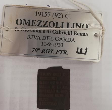 La piastrina di Lino Omezzolli