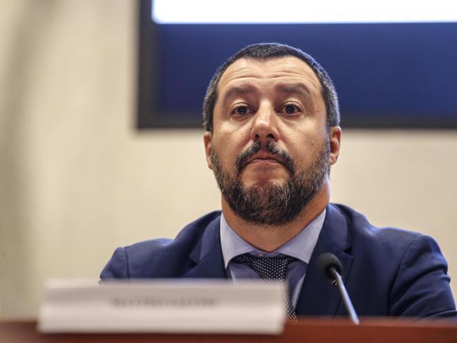 Salvini: «Alcune Ong sono come degli avvoltoi in cerca di mi