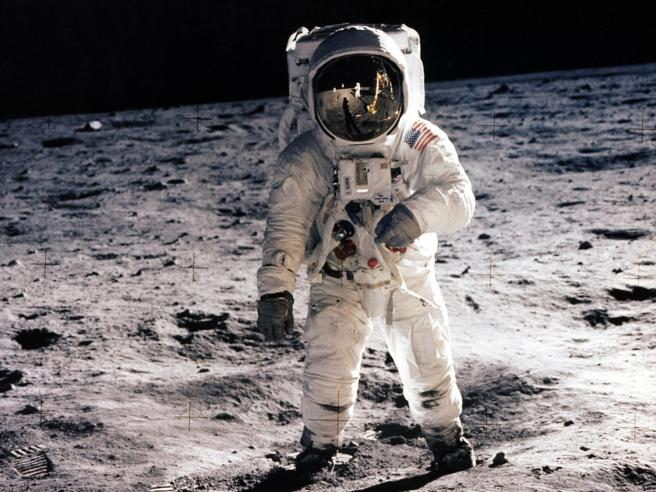 Le teorie del complotto sullo sbarco sulla Luna, smentite una ad una | Sibilia: fatto controverso