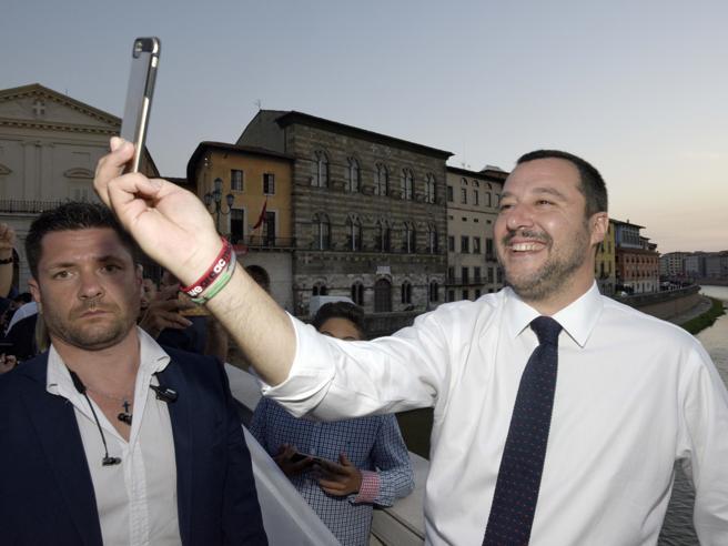 Migranti, Salvini: «Macron arrogante, apra i porti». Il pres