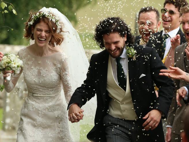 Scozia: Kit Harington e Rose Leslie del «Trono di Spade» si sono sposati