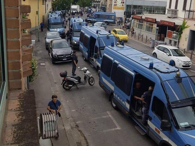Cirinnà: «Ecco la polizia che scorta Salvini. Perché risparmi solo su Saviano?»