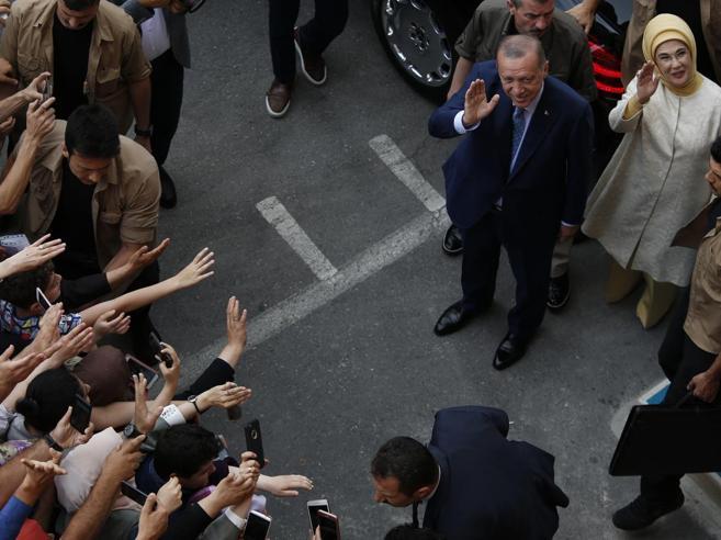 Turchia, Erdogan rieletto presidente: «È una vittoria della