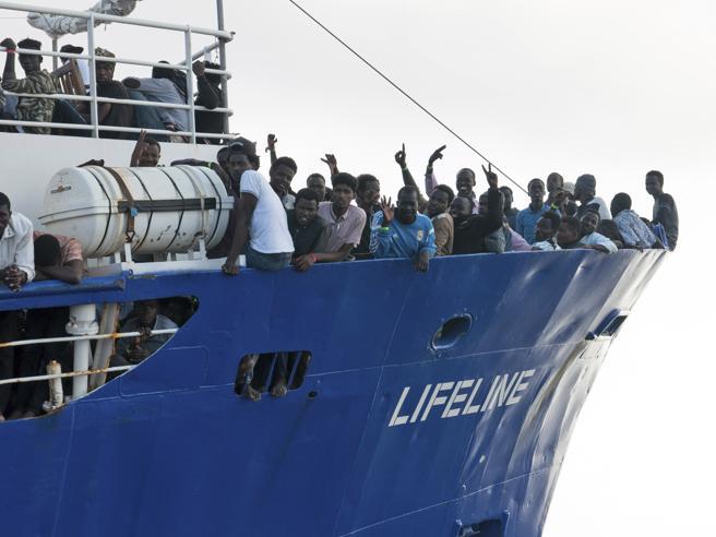 La Lifeline: «Trasportiamo esseri umani, non carne». Malta: