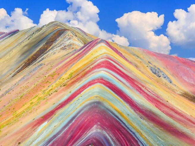Perù, la montagna dei sette colori in pericolo tra miniere e rifiuti