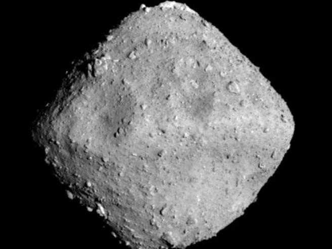 Sonda giapponese sull'asteroide per studiare elementi primordiali vita
