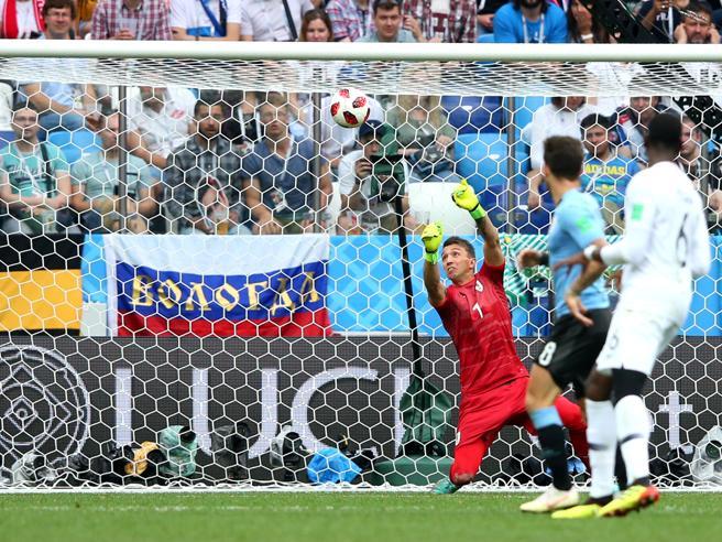 Mondiali 2018, Uruguay-Francia: la papera di Muslera che dà il gol a Griezmann
