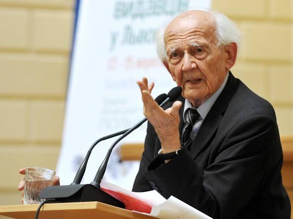 Il sociologo ebreo polacco Zygmunt Bauman era nato a Poznan il 19 novembre 1925 ed è morto a Leeds il 9 gennaio 2017