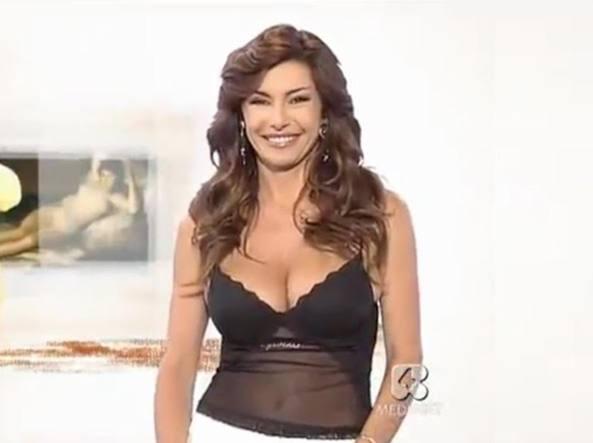 Emanuela Folliero Non E Piu L Annunciatrice Di Rete 4 Corriere It