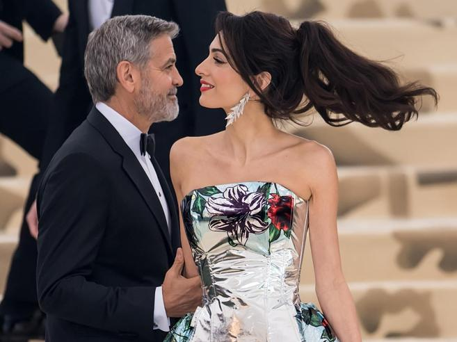 Il segreto di Amal Clooney, (moglie e mamma) praticamente perfetta