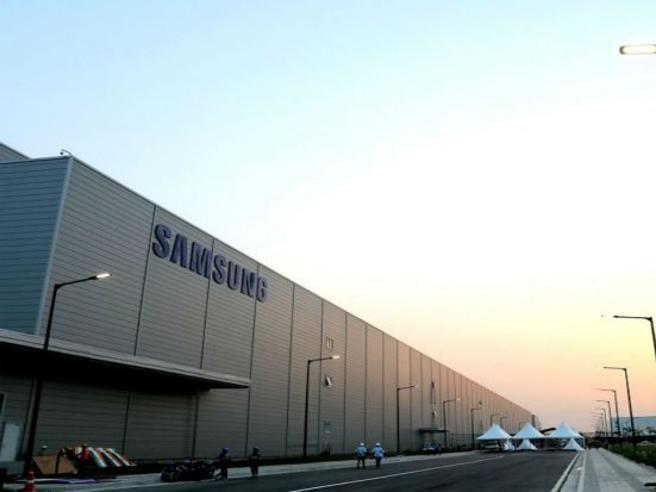 India, Samsung apre la fabbrica di smartphone più grande del mondo