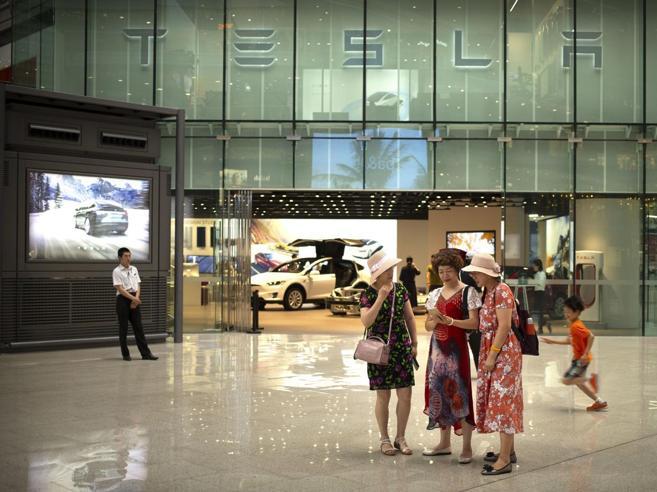 Tesla «sfida» Trump: nuova gigafactory in Cina