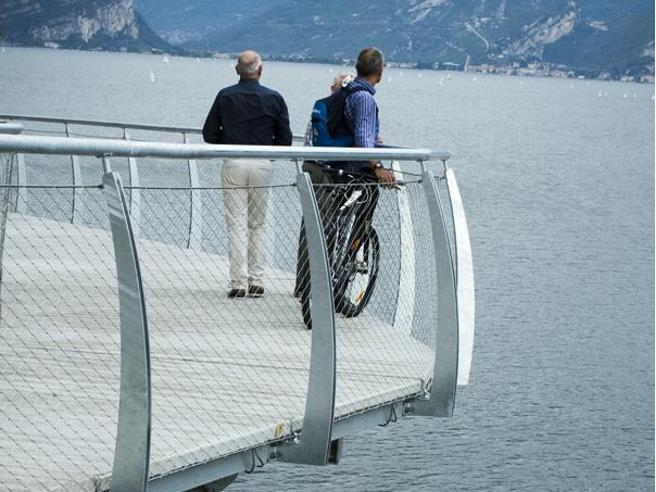 Apre sul Garda la pista ciclabile più bella del mondo Foto|Video