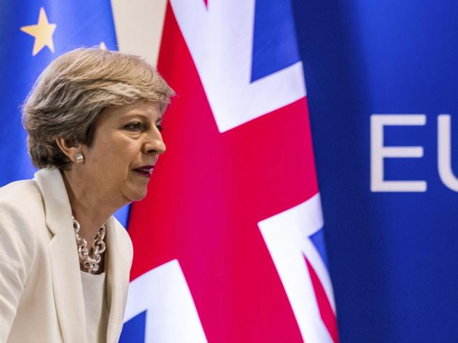 May sulla Brexit    «Stop agli europei che arrivano da noi in cerca di lavoro»