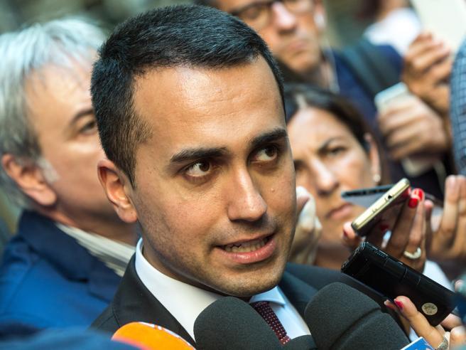 Taglio Vitalizi    sì alla Camera Di Maio brinda in piazza    «Giornata storica» SchedeCosa