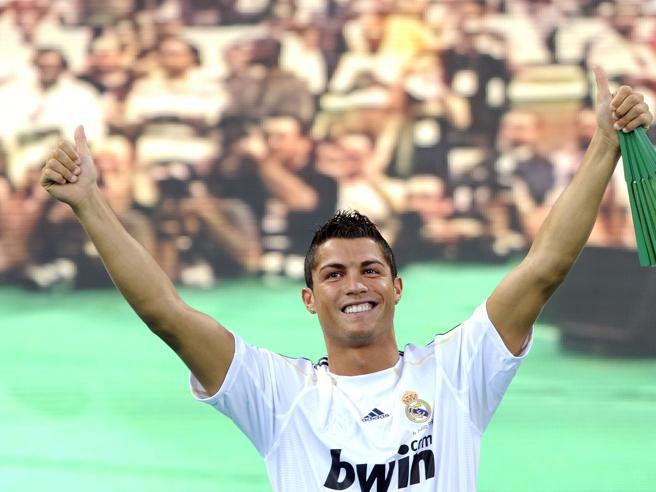 Cristiano Ronaldo alla Juve. Cr7 vuole silenzio e riservatezza il campione cerca casa nell'ex tenuta dei Savoia