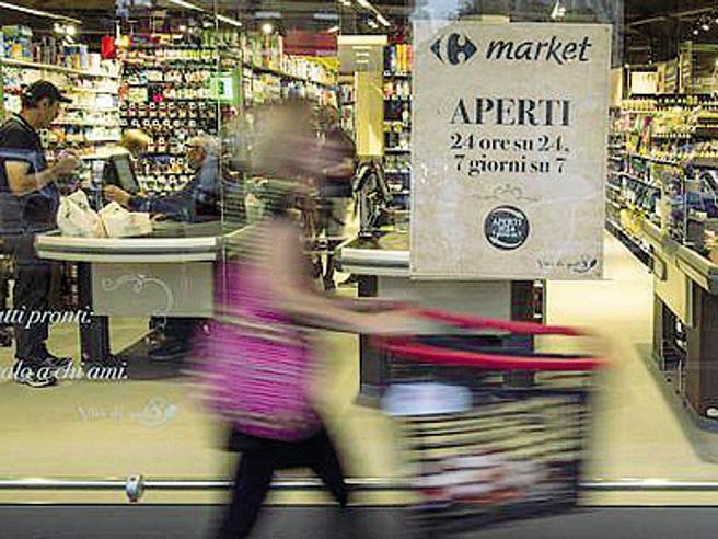 """Stretta sui negozi aperti nei festivi,  """"A rischio 400mila posti"""" Siete d'accordo?"""
