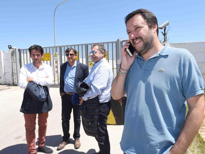 L'ultima mossa di Salvini: utilizzare una nave militare per inviare i profughi a Malta