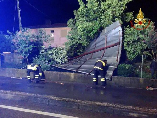 Maltempo, nubifragi e danni al Centro-Nord  Le immaginiLa tromba d'aria a Verona