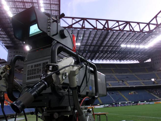 Sky, Dazn, Mediaset: ecco come vedere la serie A in televisione