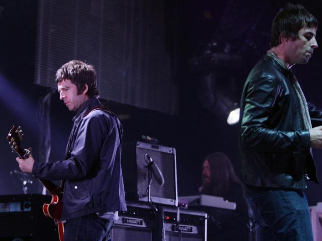 Oasis, Liam Gallagher chiama Noel: «Rimettiamo insieme la grande O»