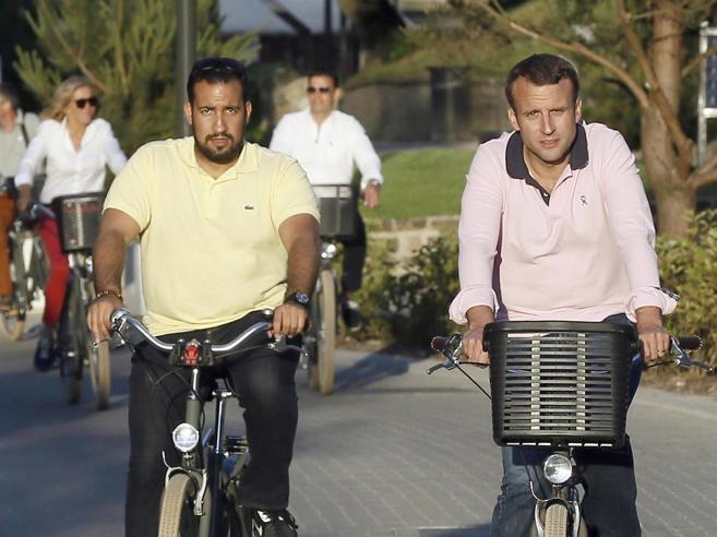 Privilegi e protezione al «bodyguard» di Macron: ciclone in