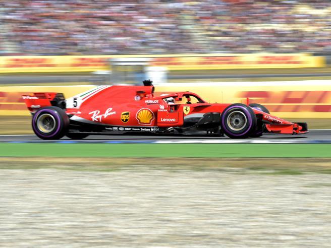 Gp Germania, super Vettel in pole. Ad Hamilton si spegne l'auto in Q1: 14°