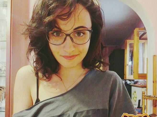 Giulia muore di tumore a 22 anni, l'università  le dà  la laurea