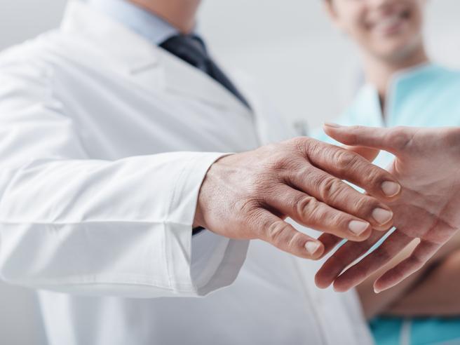 Papà con la leucemia: dottore, mi dia tempo Porto mia figlia al saggio
