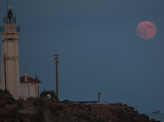 La notte dell'eclissi di Luna più lunga del secolo