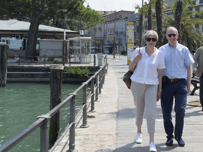 Theresa May sul Garda, Sirmione «blindata» per la premier inglese in vacanza