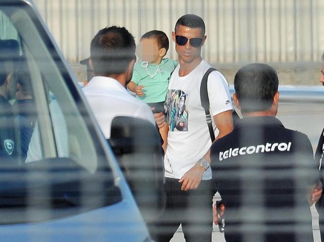 E con l'arrivo di Ronaldo alla Juventus  Torino  si scopre città emotiva   Foto |Video