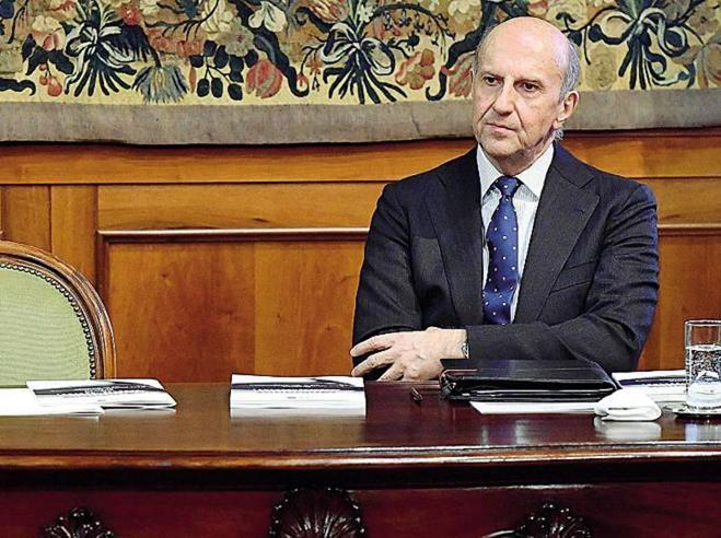 """""""Tweet storm"""" anti Mattarella I pm di Roma  indagano per attacco al Capo dello Stato"""