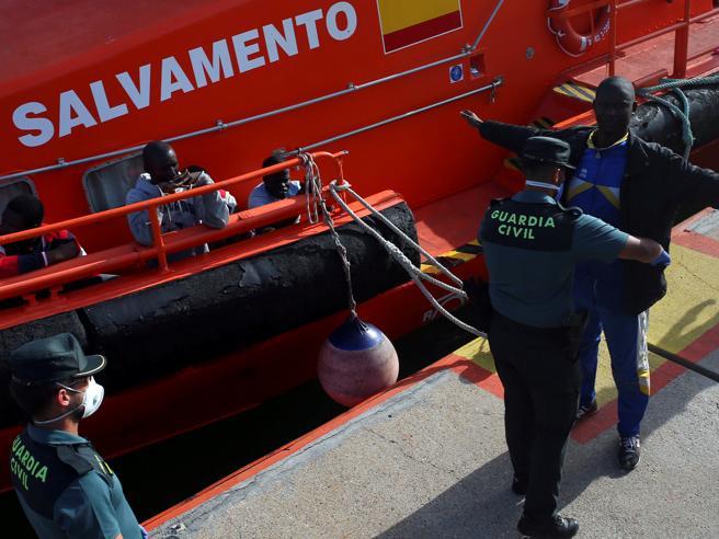 Migranti, l'emergenza ora è in Spagna Nel 2018 più sbarchi rispetto all'Italia