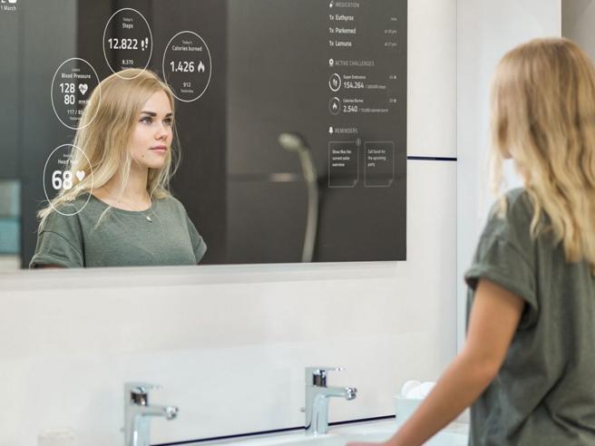 Specchi magici, ci dicono come perdere peso e se abbiamo bisogno di un dottore