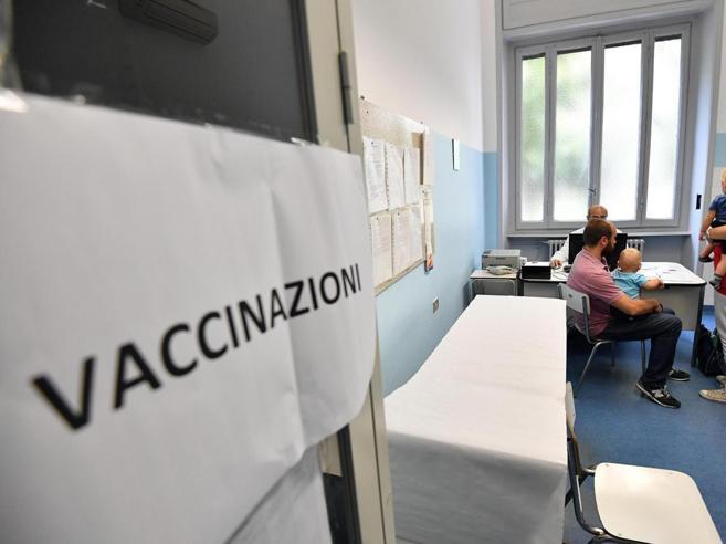 Vaccini, lo strappo dei presidi: «Senza  certificato dell'Asl non si entra a  scuola»