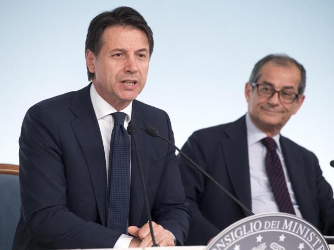 Addio al bonus  di Renzi di 80 euro. I fondi per la  flat tax. Ma Salvini smentiscePensioni e reddito: le novità in manovra