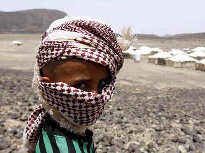 Yemen, missile su un autobus: 39 morti, «quasi tutti bambini»