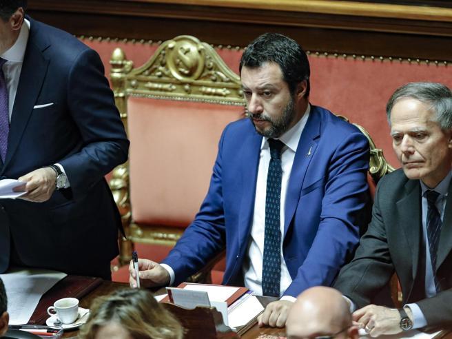 Salvini e la carta d'identità |  «Via la dizione genitore 1 e 2  Si torna a madre e