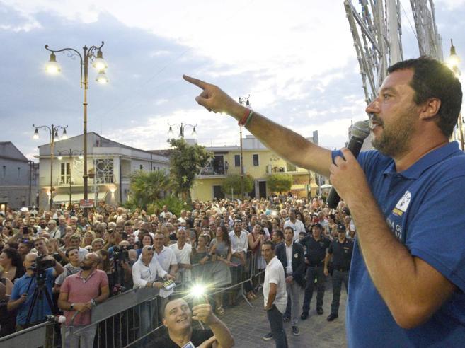 Roma, Salvini: «La capotreno? Sarebbe da premiare» Il videoIl pendolare: io, linciato online