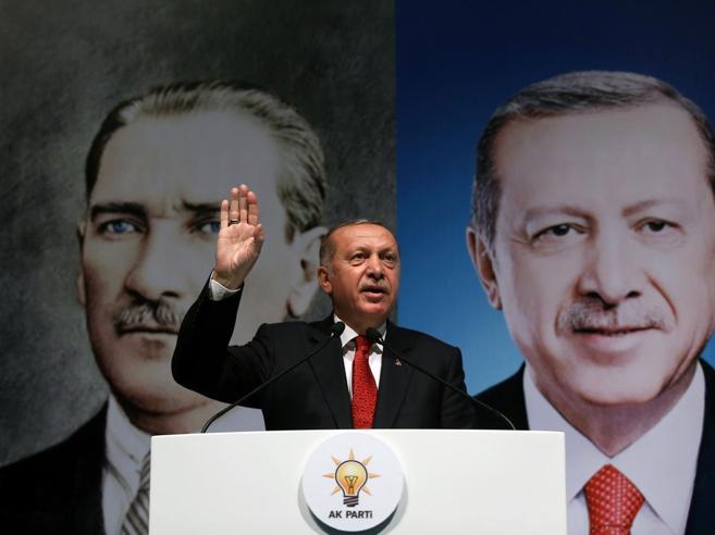 """L'assalto alla lira turca? """"Colpa dei social""""Scatta l'indagine su 346 account sospetti"""