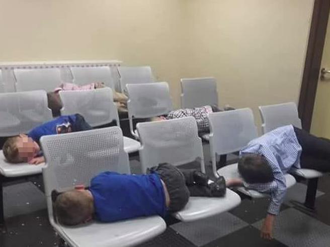 Irlanda,  fratellini senzatetto dormono nella stazione di polizia