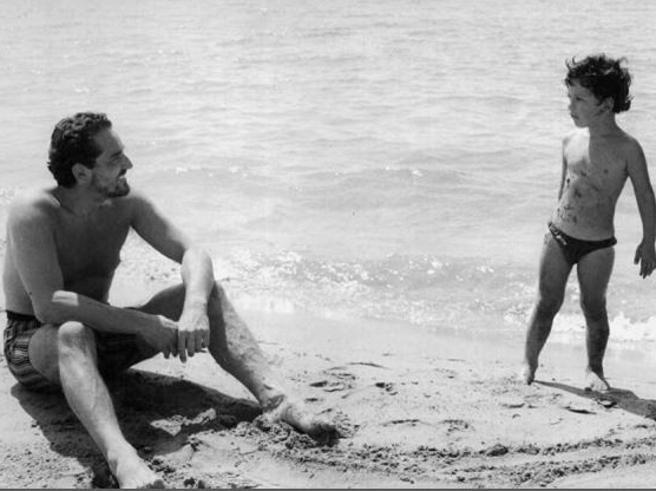 Quando Jackie O veniva in vacanza in Costiera Amalfitana: le foto dei vip al mare, dagli anni '60 ad oggi