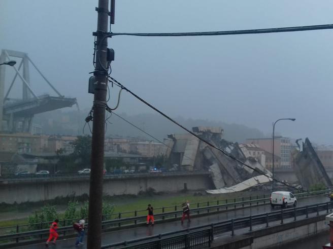 Genova, crolla il ponte Morandi sull'autostrada A10: almeno