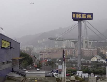 Genova crolla ponte morandi sull autostrada a10 auto e persone sotto le macerie - Ikea genova uscita autostrada ...