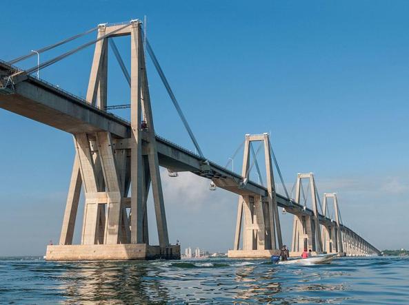 Il ponte «gemello» General Rafael Urdaneta sul lago di Maracaibo