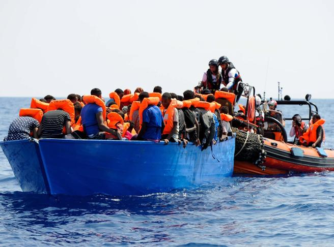 La nave Aquarius a Malta. Accordo trovato: «Migranti in sei Paesi Ue»