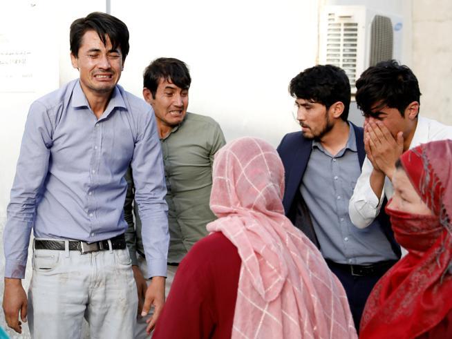 Afghanistan, attacco kamikaze a Kabul:  48 studenti uccisi, 35 feriti
