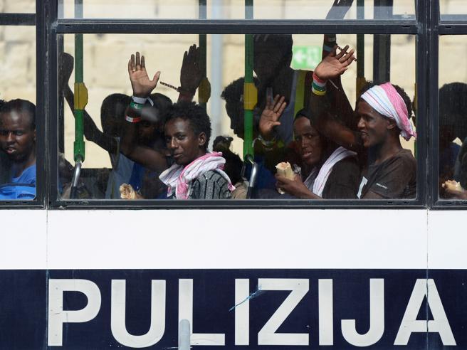 L'annuncio di Malta: anche l'Italia accoglierà profughi Aquarius